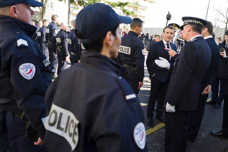 Emmanuel Macron visite un commissariat à Mulhouse en février 2020