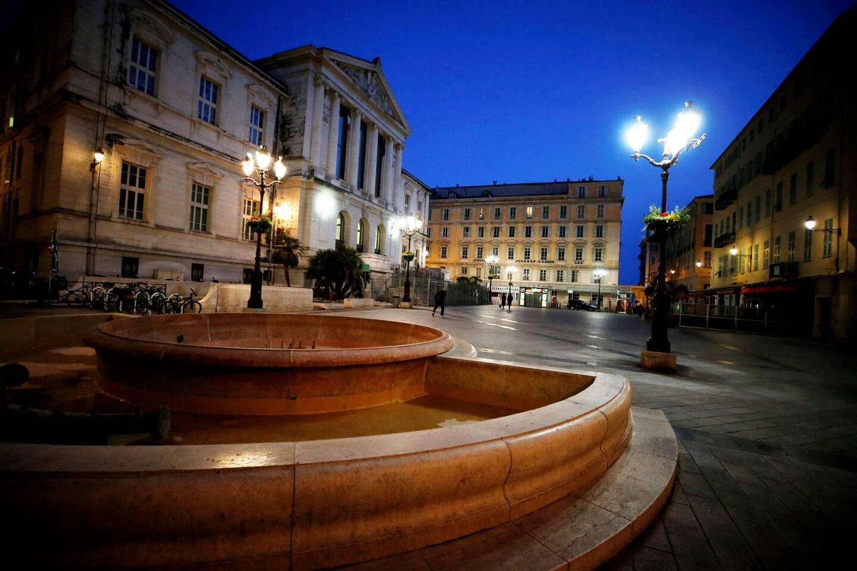 la fontaine de la Place du Palais de Justice, dans le Vieux Nice, trônait, là, depuis 1989…