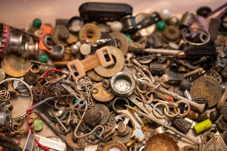 Une multitude d'objets retrouvés en un mois dans la retenue d'eau du parc aquatique de Vidauban.