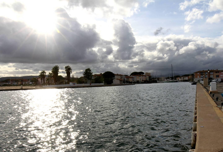 La passe d'entrée de Port-Grimaud 1 va retrouver son tirant d'eau d'ici fin mars.