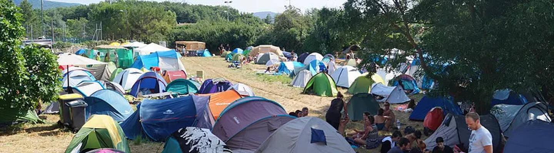 Une centaine d'emplacements est disponible, soit environ 300 personnes accueillies.