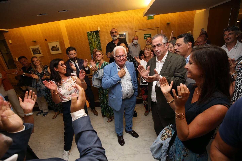 Réélu en juin dernier, Jean-Pierre Giran (en bleu) a vu le recours déposé contre son élection rejeté par le Tribunal administratif. Une victoire attendue, mais qu'il savoure néanmoins et qui avait selon lui pour « pour objectif principal de gâcher la fête ».