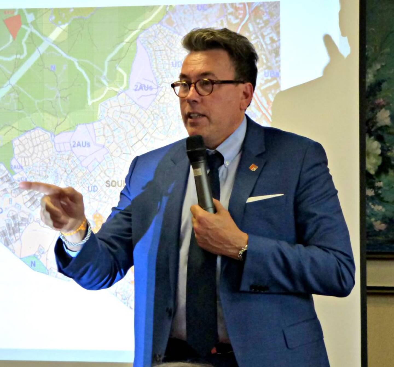 Le maire de Sainte-Maxime, Vincent Morisse.