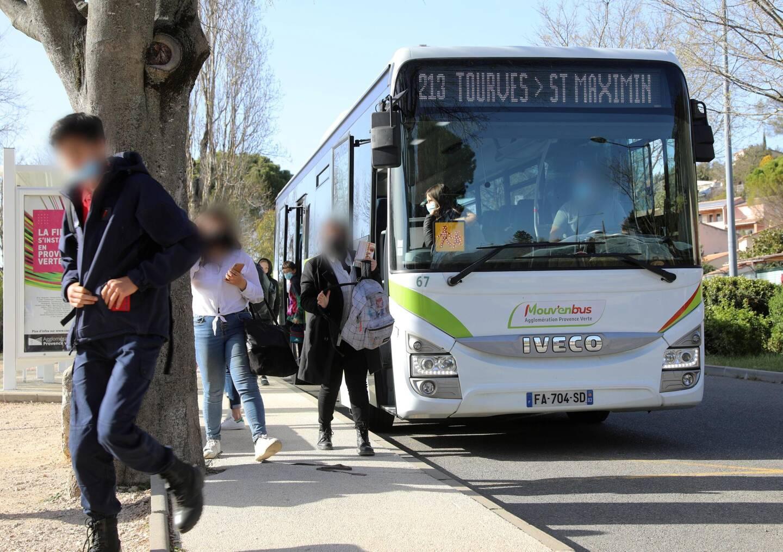Entre Saint-Maximin et Brignoles, la ligne de transport en commun de l'Agglo est au cœur de l'organisation de nombreuses familles de Provence verte.