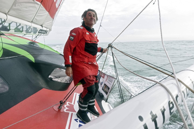Le skipper français Yannick Bestaven à bord de Maître Coq IV au large de La Rochelle, le 7 octobre 2020
