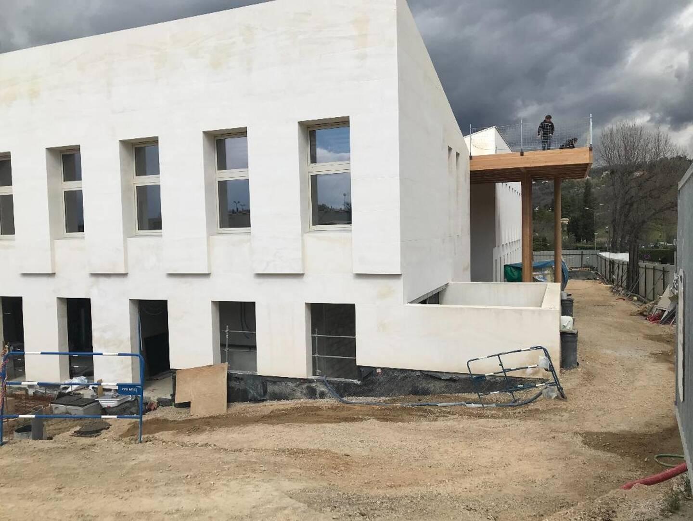 Le gros œuvre est pratiquement terminé. Le bâtiment sera-t-il prêt pour septembre ?