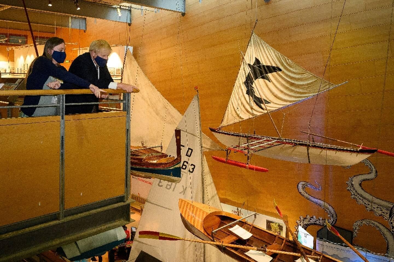 Le Premier ministre britannique Boris Johnson au musée maritime de Falmouth qui abrite le centre de presse pour le sommet du G7 qui s'ouvre vendredi à Falmouth, Cornouailles, le 10 juin 2021