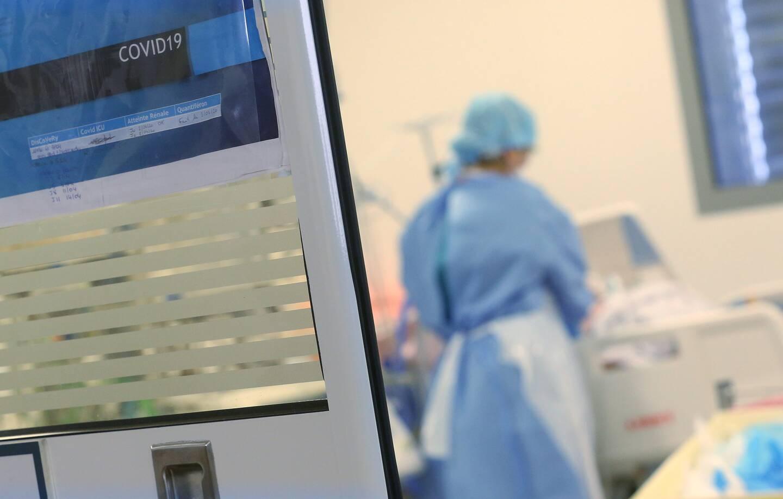 Les patients en réa, mais aussi aux urgences et en hospitalisation, rajeunissent.
