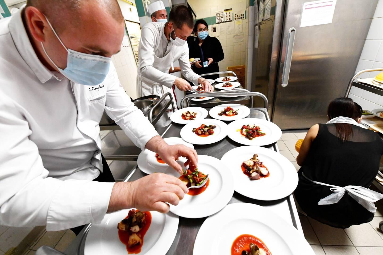 Le chef Jérémy Czaplicki a travaillé de concert avec les cuisiniers de l'établissement seynois pour proposer un repas digne de son restaurant gastronomique bandolais (ici du poulpe de roche grillé). Pour le plus grand plaisir de Josiane, Jacqueline et de tous les autres résidents.