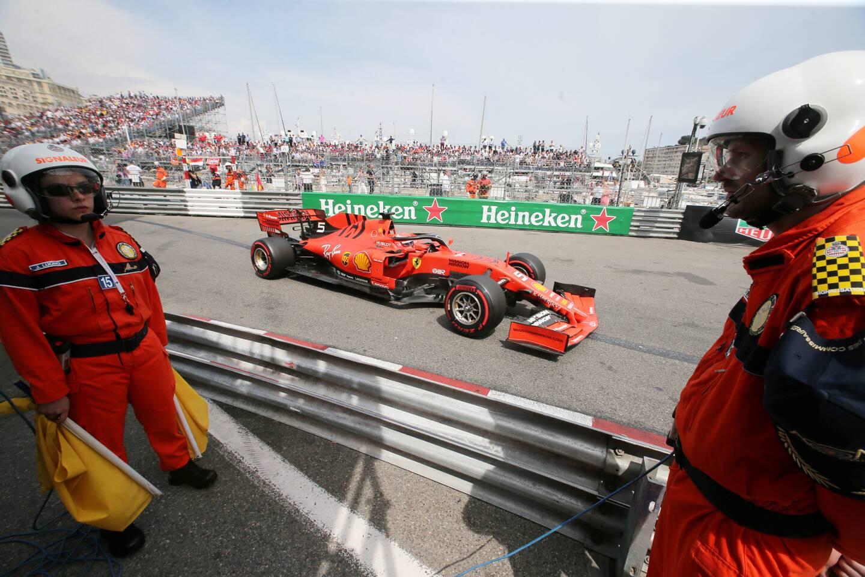 Les commissaires de course sont des bénévoles formés pour garantir la sécurité sur le circuit. Ils sont au nombre de 645 sur la Grand Pirx de F1, 505 pour le E-Pirx et 600 pour l'Historique.