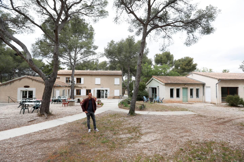 Faouzi Maalaoui, le responsable du centre de vacances de Fabregas, met les bouchées doubles pour que tout soit prêt pour l'ouverture.