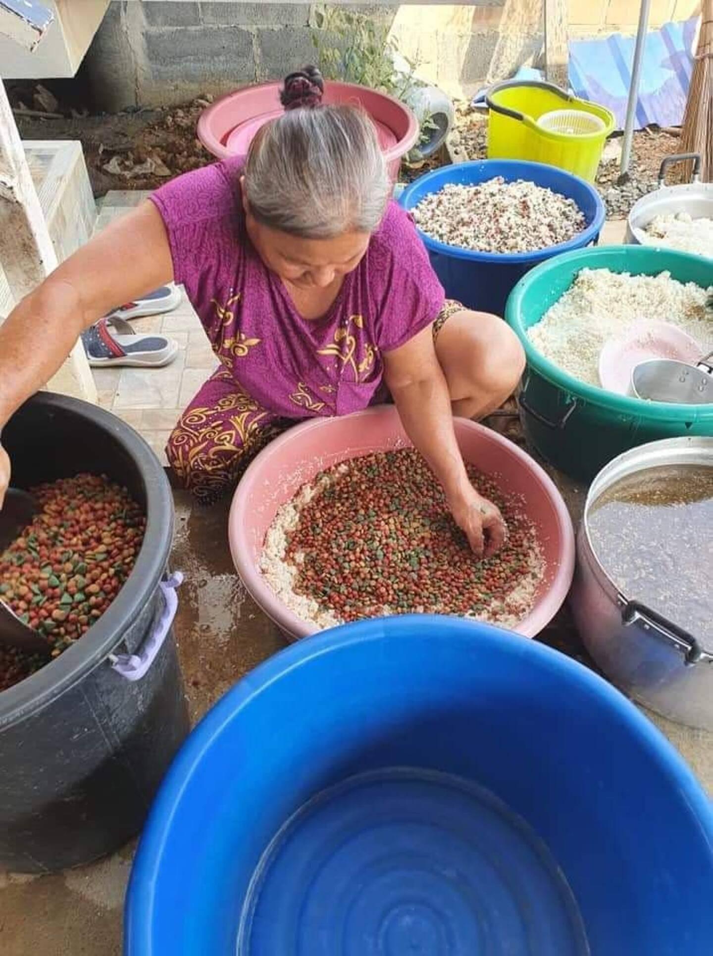 Une tonne de croquettes est distribuée tous les cinq jours.