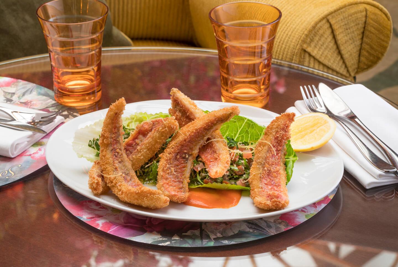 La petite friture de rouget, l'un des nouveaux plats signatures du chef Christophe Cussac pour cette réouverture.