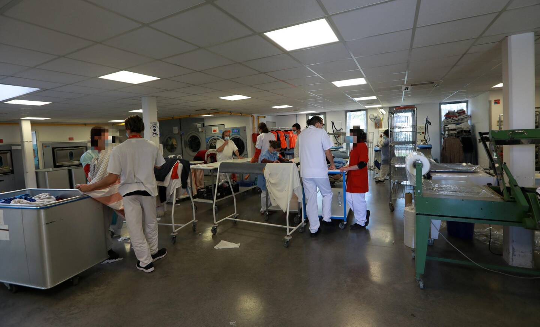 La blanchisserie traite chaque jour 800 kg de linge provenant de nombreux établissements qui font confiance à l'Esat de Six-Fours.