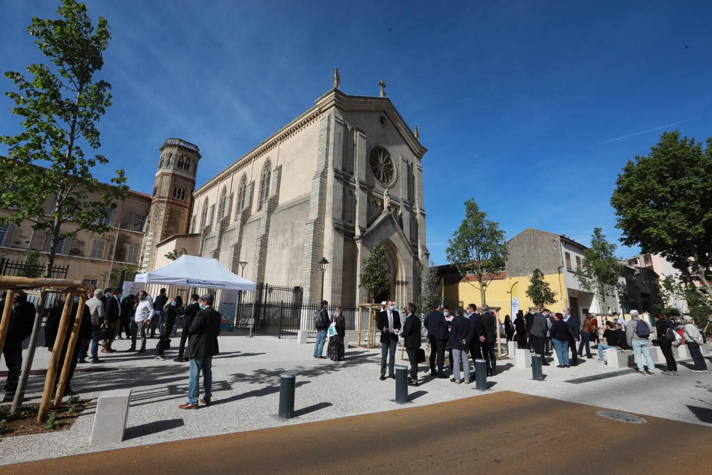 La place Loro fait désormais la part belle à l'institution Sainte-Marie ainsi qu'à la chapelle.