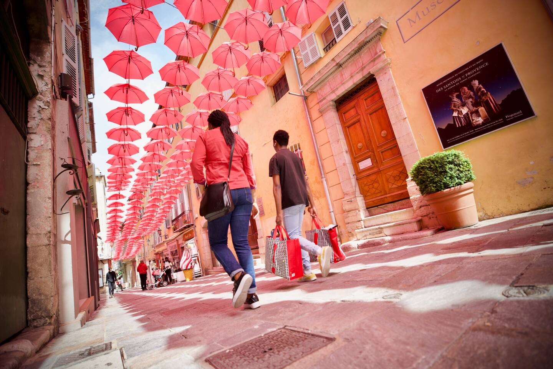 Cette année, les parapluies roses sont là sans ExpoRose pour cause de Covid-19.