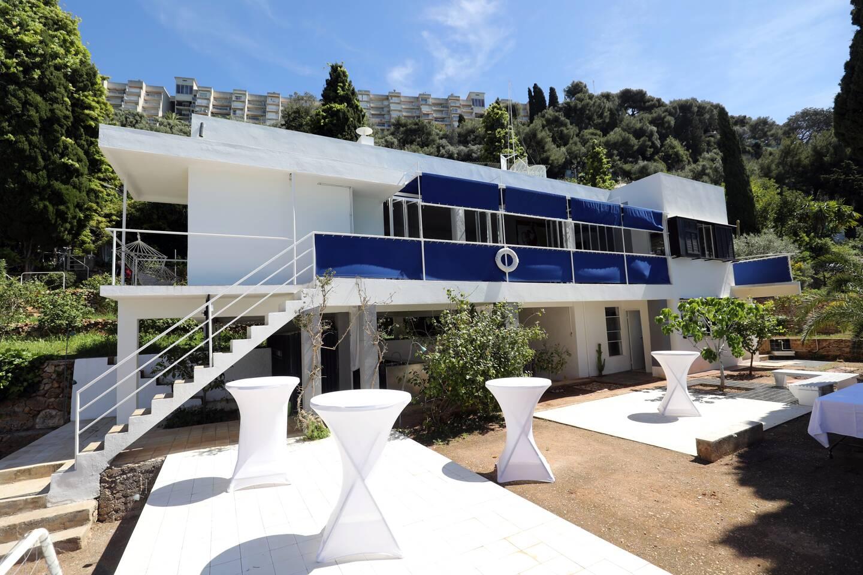 Les travaux sur la villa sont pratiquement terminés. Une fois que les rideaux auront été reçus, elle ressemblera en tout point à son apparence de 1929.