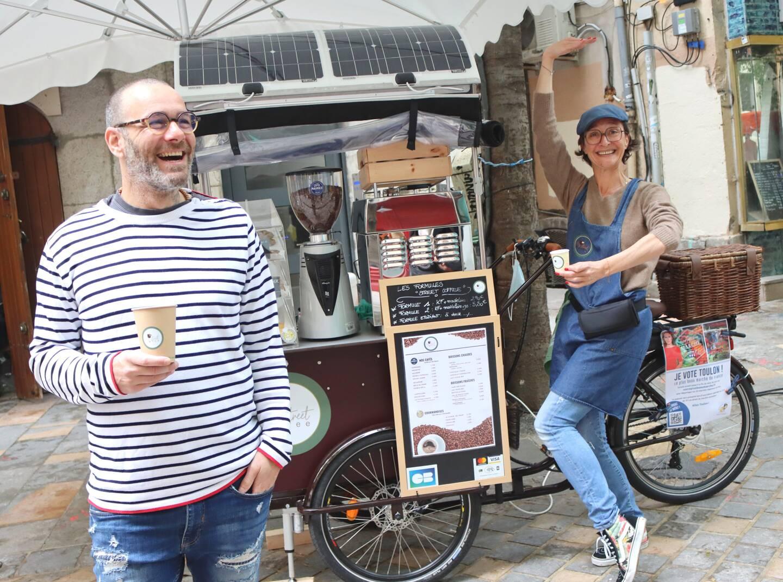 La bonne humeur en bandoulière, Audrey et David sont installés rue Lendrin.