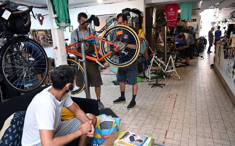Un atelier de réparation de bicyclettes à Lille le 14 septembre 2020