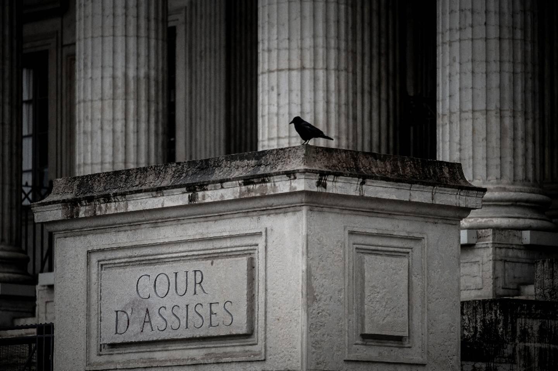 Devant l'entrée de la cour d'assises du Rhône à Lyon, le 4 décembre 2020