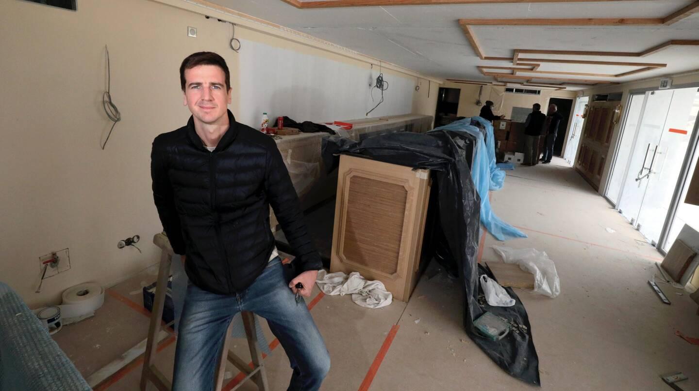 Quatrième génération des MacElhone, à la tête du Harry's Bar parisien, Franz-Arthur, 32 ans, monte sa propre affaire au port Pierre Canto.