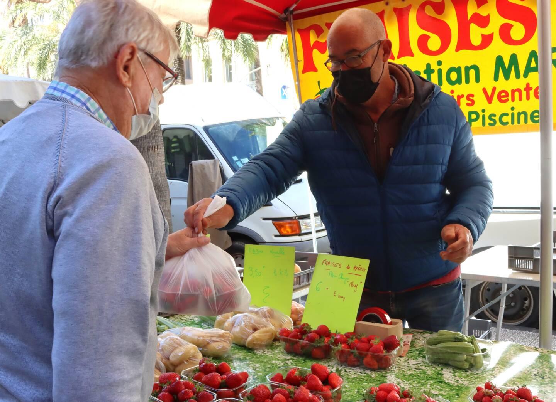 Après l'hiver, où il a croqué la pomme ou s'est vitaminé au kiwi de saison, le client a envie de goûter le précieux fruit rouge, un peu le marqueur du printemps, selon Christian Marro.