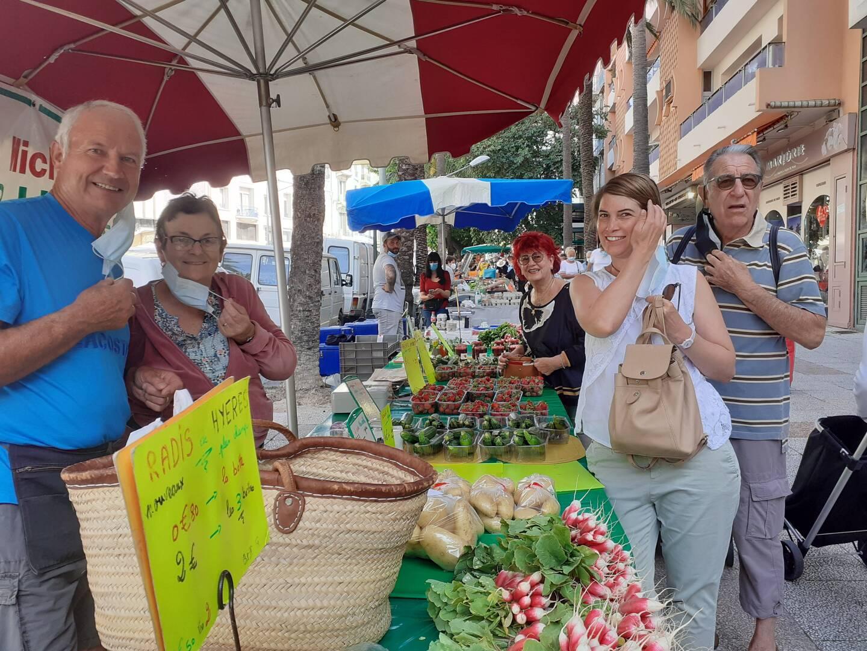 Michel et Renée Ricci, producteurs, présents sur le marché paysan depuis 48 ans, cultivent les fraises à l'ancienne.