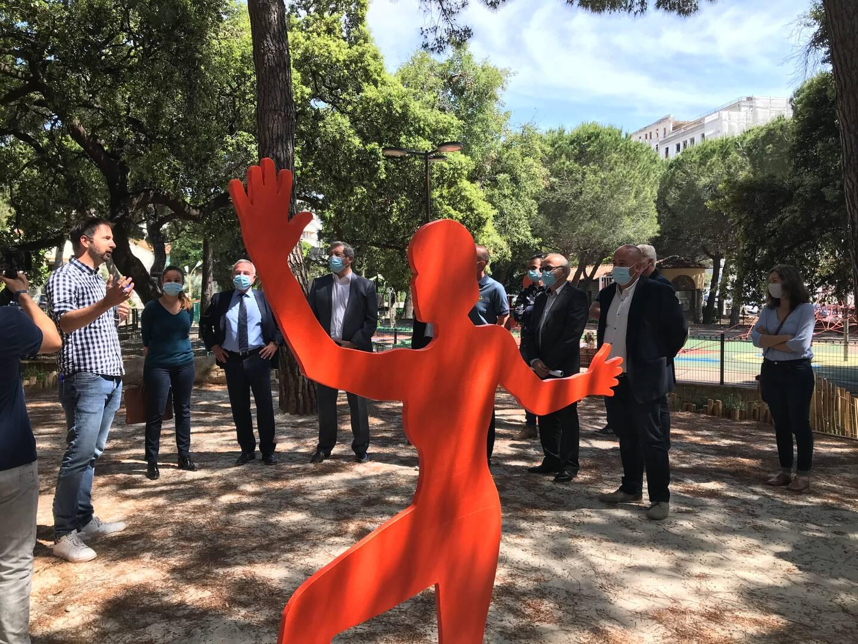 C'est dans la pinède de Juan-les-Pins, récemment réaménagée, qu'a eu lieu la signature de la charte pour valoriser les règles de l'art favorisant le jardin méditerranéen.