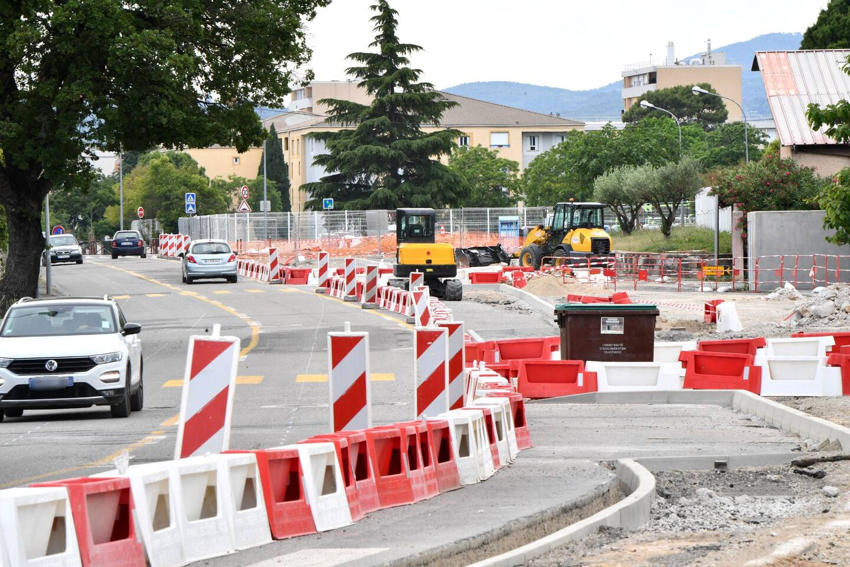 Un plateau ralentisseur sera installé devant le lycée.