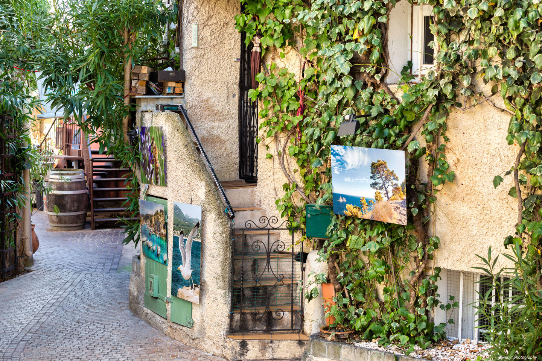 Ayant travaillé pendant plusieurs années dans l'ensemble des communes de Sud Sainte Baume, Jean-Marc Payet partage de nombreux clichés du secteur, comme ici au Castellet village.