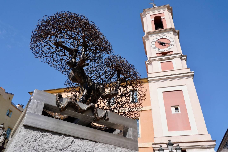 """Le marché de """"l'arbre de Bosio"""" a été passé sans publicité ni mise en concurrence conformément à la commande publique artistique pour un montant de 60.000€."""