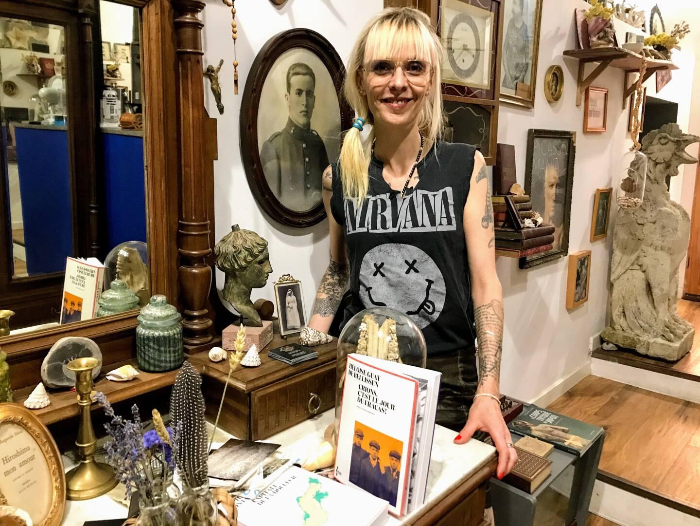 L'écrivaine a quitté Signes où elle a écrit son roman pour s'installer à Ollioules.