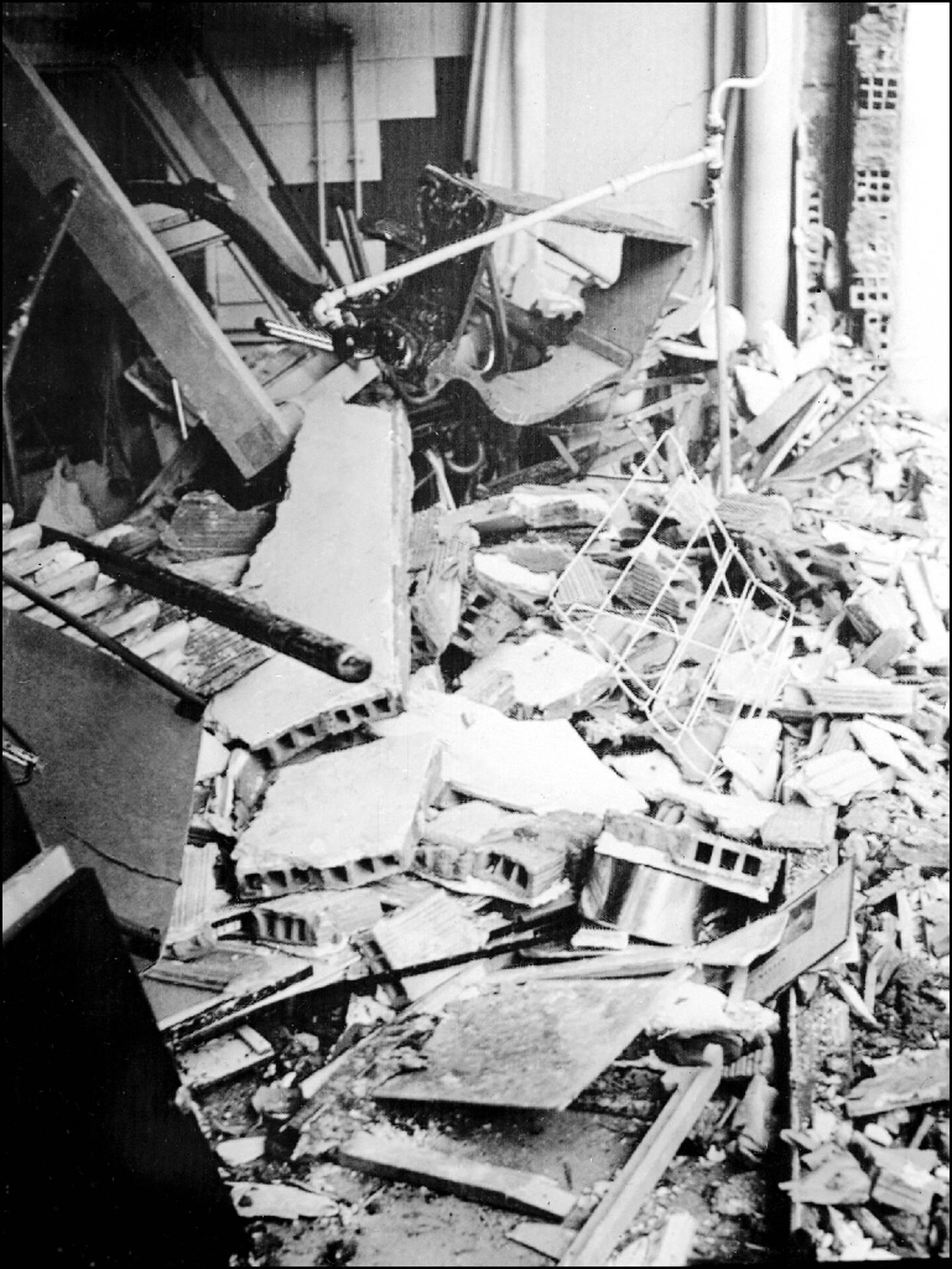 Explosion le 15 avril 1961 devant l'appartement à Alger du commissaire Roger Gavoury, qui sera tué le 31 mai 1961 par le commando Delta