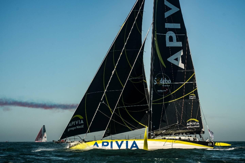 """Le bateau """"Apivia"""" du skipper français Charlie Dalin, au large des Sables-d'Olonne, le 8 novembre 2020"""