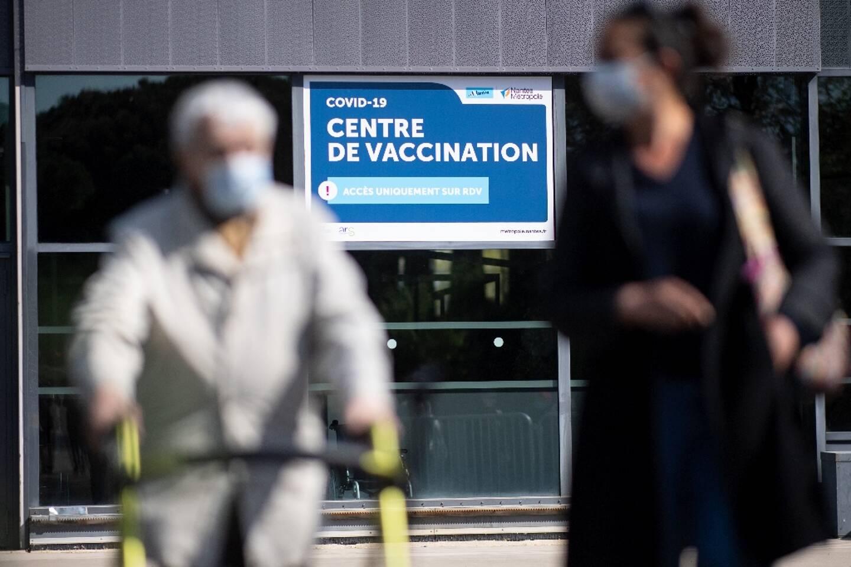 Un centre de vaccination installé dans un hall d'exposition, à Nantes, le 9 avril 2021
