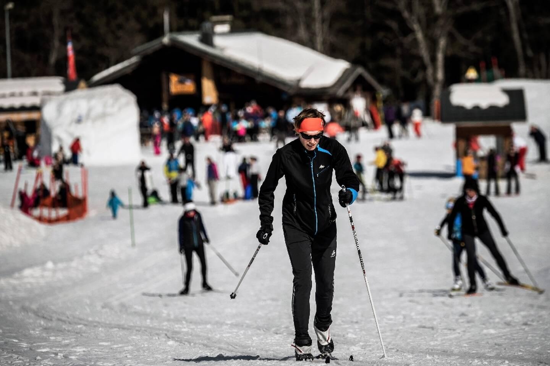 A la station des Contamines-Montjoie, des touristes pratiquent le ski de randonnée, le 19 février 2021