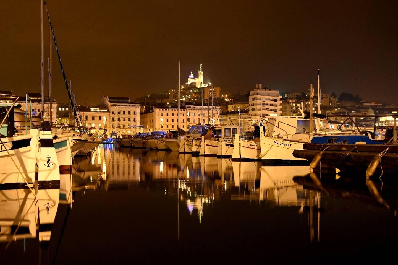 Le Vieux-port de Marseille désert, en raison du couvre-feu à 18H00, le 10 janvier 2021