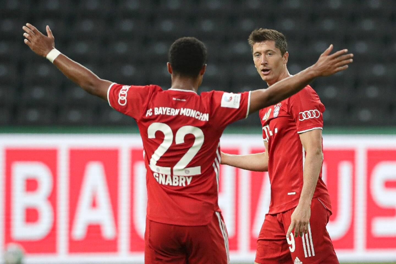 Robert Lewandowski (d) et Serge Gnabry, attaquants du Bayern Munich, à Berlin, le 4 juillet 2020