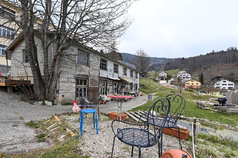 La petite Lola Montemaggi a été retrouvée avec sa mère dans ce squat situé à Sainte-Croix, en Suisse, le 18 avril 2021