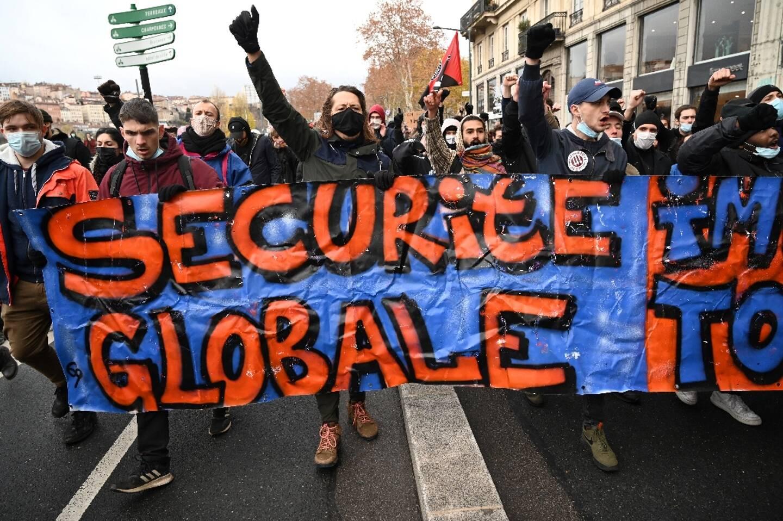 """Manifestation à Lyon le 12 décembre 2020 contre la proposition de loi dite """"sécurité globale"""""""