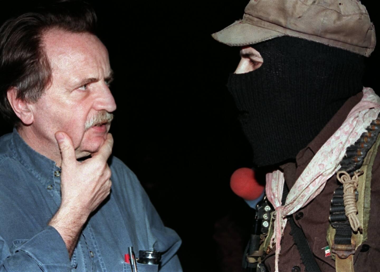 Le philosophe Régis Debray avec le sous-commandant Marcos, révolutionnaire mexicain, à La Realidad au Mexique le 14 avril 1996