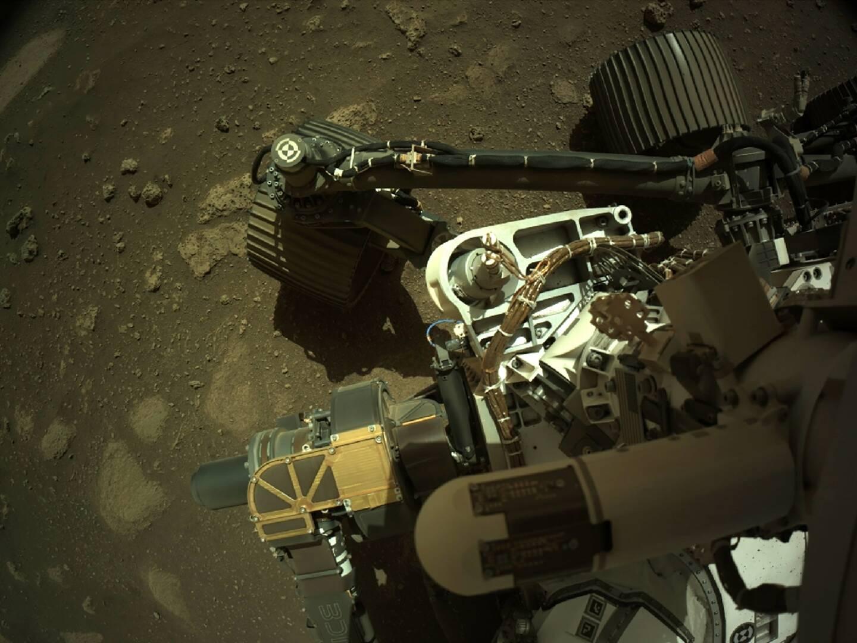 Photo diffusée par la Nasa le 1er mars 2021 du rover Perseverance sur Mars utilisant sa caméra de navigation gauche (Navcam)