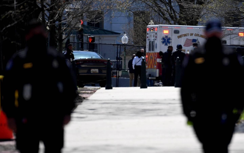 Une ambulance près du Capitole, à Washington, le 2 avril 2021, après qu'un véhicule a foncé sur des policiers