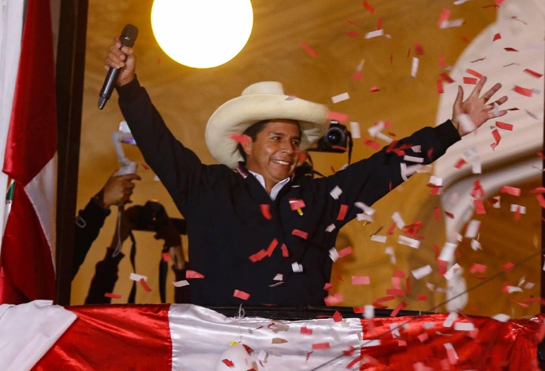 Le candidat de gauche à l'élection présidentielle au Pérou, Pedro Castillo, devant ses partisans à Lima le 8 juin 2021