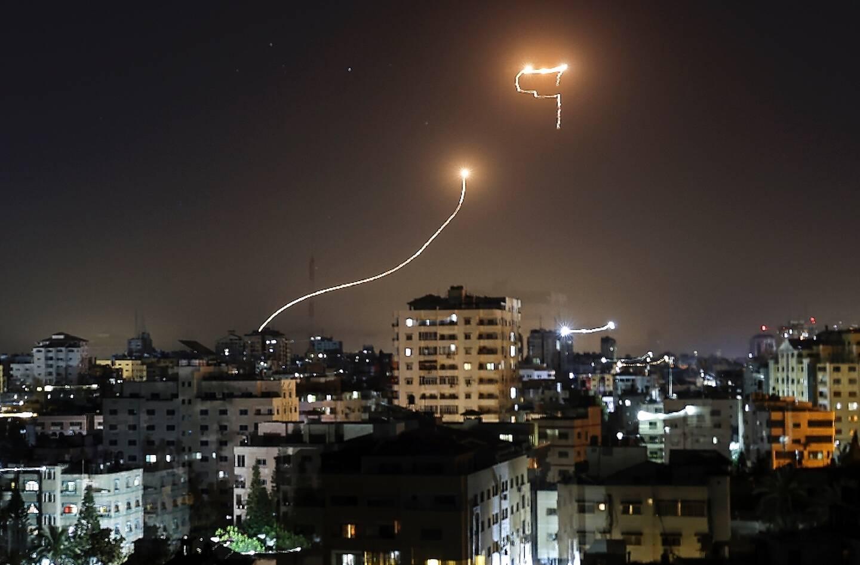Le système anti-missile israélien intercepte une roquette lancée depuis Gaza, le 16 mai 2021
