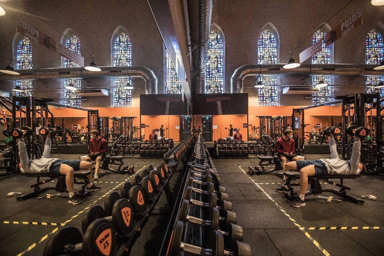 Une salle de gym ouverte dans une vieille chapelle à Caen, à la favuer de l'allègement des restrictions sanitaires contre le Covid-19 en France, le 9 juin 2021