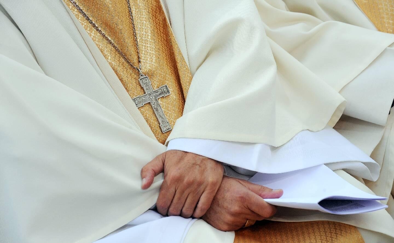 """Le président de la Commission indépendante qui enquête sur la pédocriminalité dans l'Eglise de France depuis les années 1950 a jugé mardi que le nombre de victimes pourrait atteindre """"au moins 10.000"""", selon une estimation encore provisoire"""