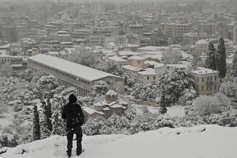 Le centre ville d'Athènes après de lourdes chutes de neige le 16 février 2021