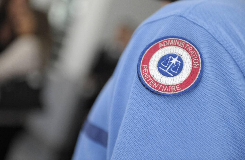 Le procès en appel de cinq gardiens du centre de détention de Val-de-Reuil (Eure), accusés de violences sur un détenu en 2020, s'est ouvert lundi devant le tribunal correctionnel de Rouen