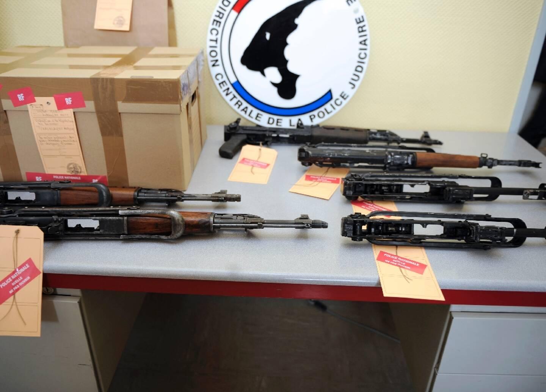 Un stock d'armes automatiques saisi à Metz lors d'un précédent coup de filet, le 18 septembre 2012